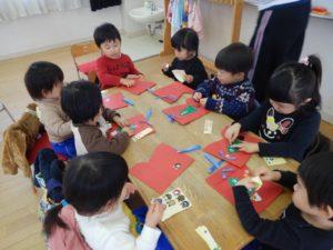 画像:12月3日(火)ひよこプレ保育 クリスマスブーツ作り