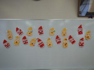 画像:12月6日(金)ミニひよこクラス 折り紙でサンタさん