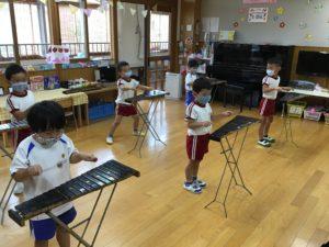 画像:9月16日(水)年中組の初めての木琴遊び