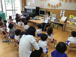 画像:10月21日(水)2歳児すみれ組童歌遊び