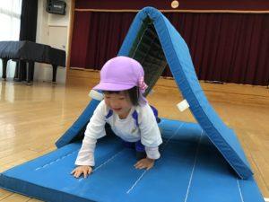 画像:11月25日(水)2歳児すみれ組サーキット遊び