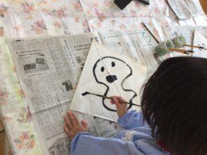 画像:11月30日(月)年長組の凧製作