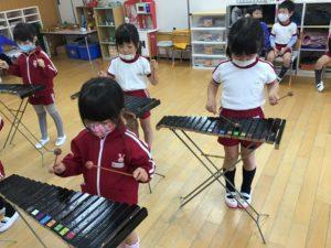 画像:11月20日(金)年中組の木琴遊び&パラバルーン