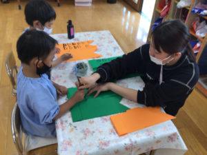 画像:4月12日(月)〜年長組の鯉のぼり製作〜