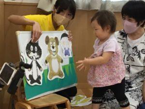 画像:9月24日(金) 1歳児クラス 〜わらべうた遊び〜