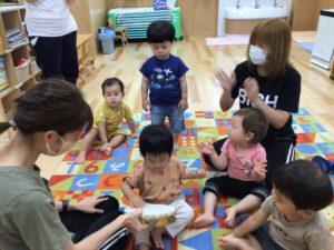 画像:9月14日(火)1歳児わらべ歌遊び&お月見製作